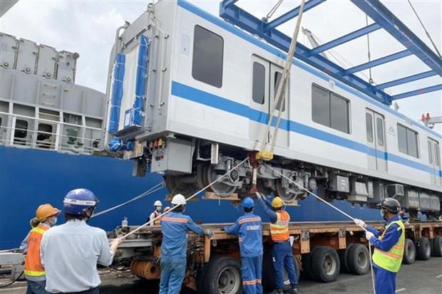 Llegan a Ciudad Ho Chi Minh otros dos trenes para linea 1 del metro hinh anh 1
