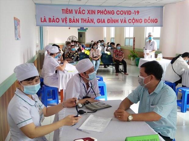 Aceleran vacunacion en ciudad vietnamita de Phu Quoc para reabrir turismo hinh anh 2