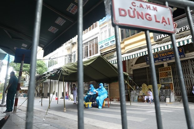 Suspendera Hanoi servicios no esenciales para frenar el COVID-19 hinh anh 1