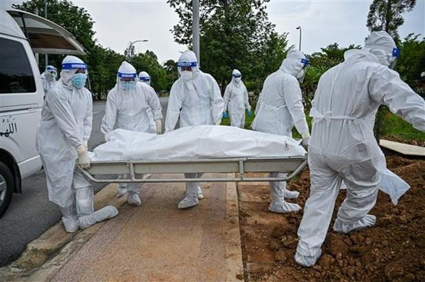 Malasia registra record de fallecidos por el COVID-19 hinh anh 1
