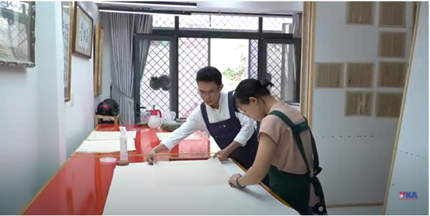 Joven vietnamita brinda nueva vida a libros antiguos hinh anh 1