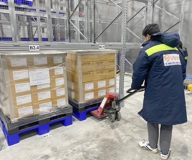 Llegan a Vietnam 1,2 millones de dosis de vacuna AstraZeneca hinh anh 2
