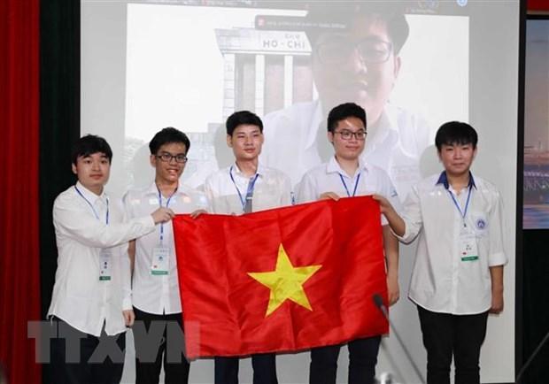 Estudiantes vietnamitas ganan 15 medallas en las Olimpiadas Internacionales hinh anh 1