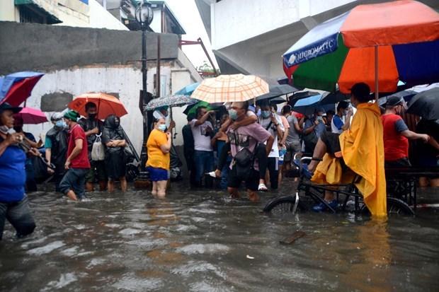 Filipinas evacua a miles de personas por inundaciones hinh anh 1