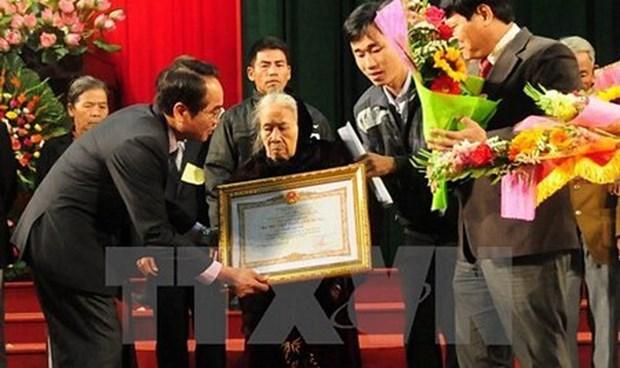 Honran a cientos de martires de Vietnam con certificados de Merito de la Patria hinh anh 1