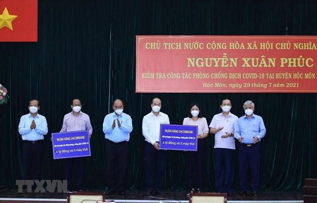 Presidente de Vietnam visita a pobladores en Ciudad Ho Chi Minh hinh anh 1