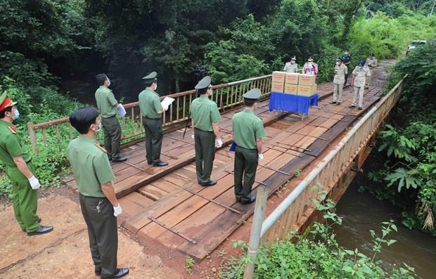 Policia de Vietnam y Camboya refuerzan lazos en medio del COVID-19 hinh anh 1