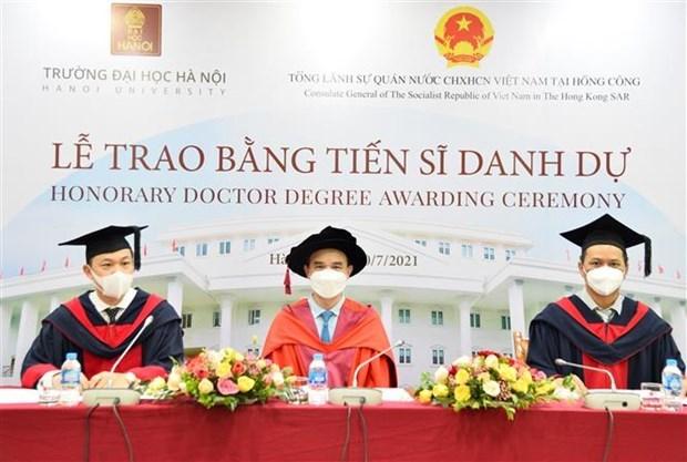Empresario hongkones recibe titulo de Doctor Honoris Causa de Universidad de Hanoi hinh anh 1