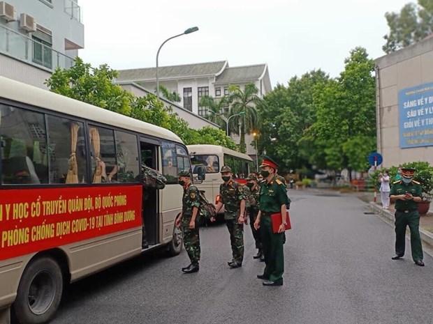 Despliegan fuerza medica para respaldar el combate contra COVID-19 en el Sur hinh anh 2