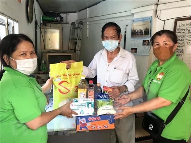 Mas de 365 mil trabajadores afectados por COVID-19 en Ciudad Ho Chi Minh reciben apoyo financiero hinh anh 1