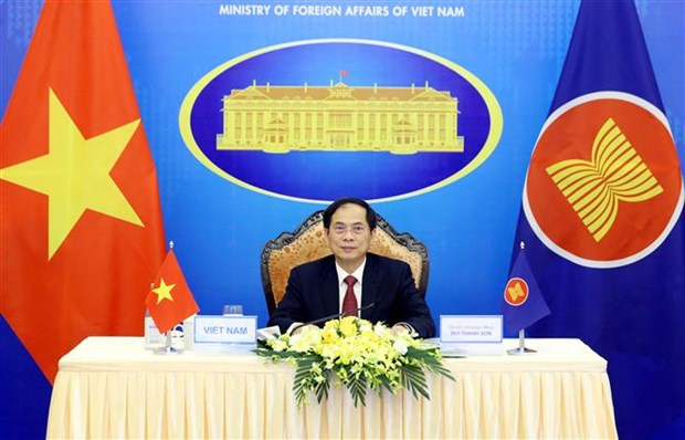Pide Vietnam utilizar fondo de ASEAN para comprar vacunas contra COVID-19 hinh anh 1