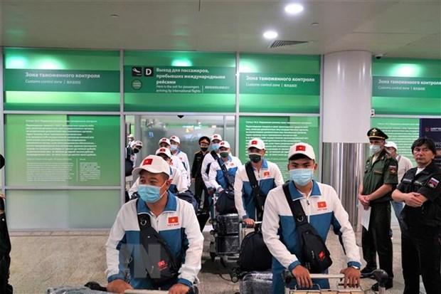 Llega a Rusia delegacion vietnamita para asistir a Army Games 2021 hinh anh 1