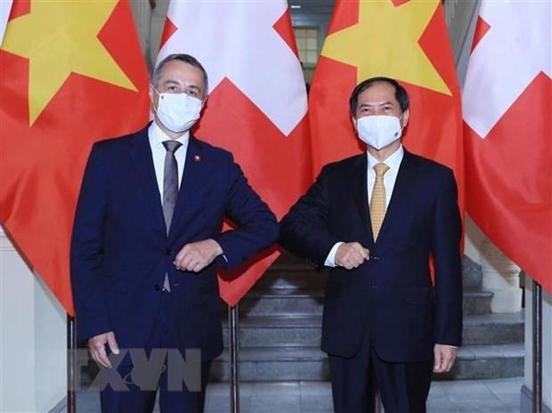 Vietnam espera recibir mas asistencia suiza en acceso a vacuna contra COVID-19 hinh anh 1