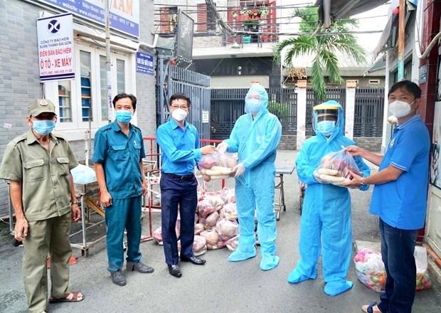 Ciudad Ho Chi Minh ofrece apoyo millonario a 300 mil trabajadores afectados por COVID-19 hinh anh 1