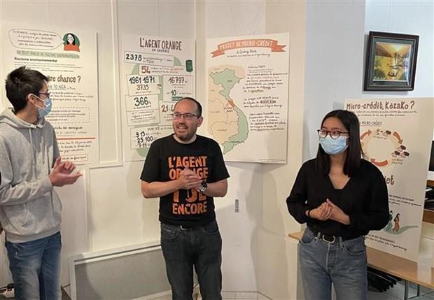 Infografias sobre consecuencias de dioxina en Vietnam se exhiben en Francia hinh anh 1