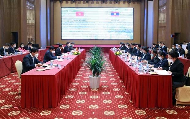 Numerosas empresas vietnamitas interesadas en mercado laosiano, afirma vicepremier hinh anh 1