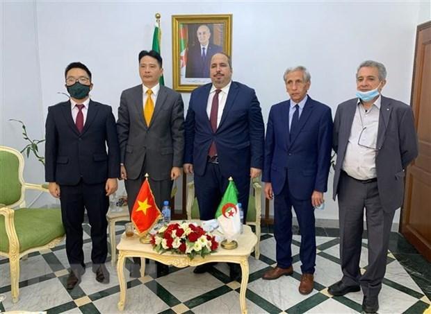 Fortalecen cooperacion entre Partido Comunista de Vietnam y Frente de Liberacion Nacional de Argelia hinh anh 1