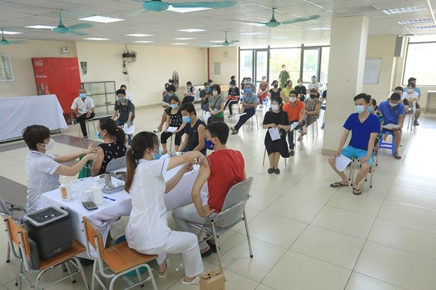 Mas de 10,5 millones de dosis contra COVID-19 administradas en Vietnam hinh anh 1