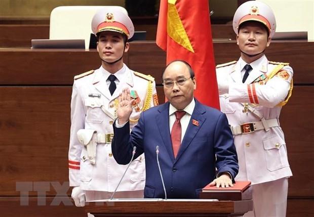 Presidente y primer ministro de Vietnam reciben felicitaciones de sus homologos de Cuba hinh anh 1