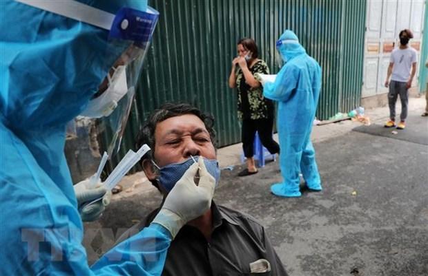 Registra Vietnam mas de cinco mil casos nuevos de COVID-19 hinh anh 1
