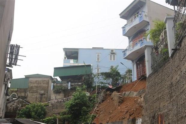 Reportan tres fallecidos por deslizamiento de tierra en Vietnam hinh anh 1