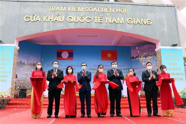 Inauguran puerta fronteriza internacional Vietnam-Laos hinh anh 1