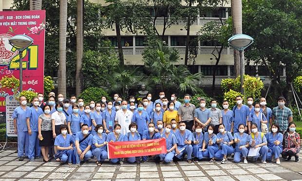 Envia Hanoi mas personal medico para apoyar lucha contra el COVID-19 en Ciudad Ho Chi Minh hinh anh 1