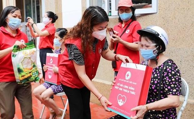 Vietnam extiende ayuda a personas con dificultades causadas por el COVID-19 hinh anh 2