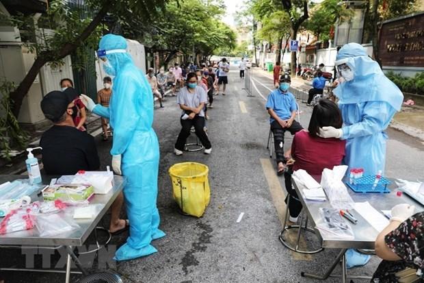 Hanoi realiza pruebas del virus SARS-CoV-2 a 13 grupos de alto riesgo hinh anh 1