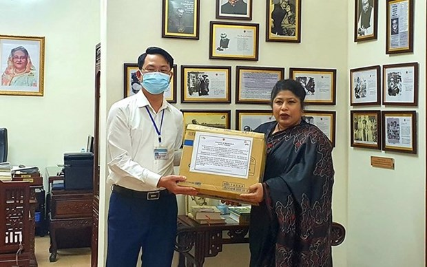Embajada de Banglades en Vietnam se une al combate de Hanoi contra el COVID-19 hinh anh 1