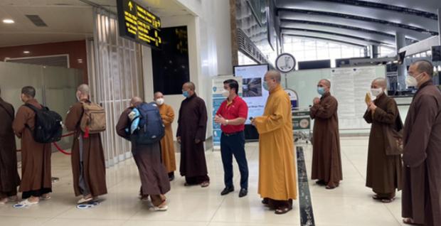 Monjes budistas vietnamitas se unen a la lucha contra el COVID-19 hinh anh 1