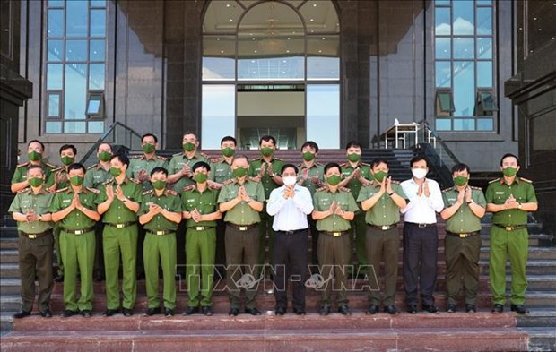Primer ministro de Vietnam destaca papel de Policia Popular en lucha contra el coronavirus hinh anh 1