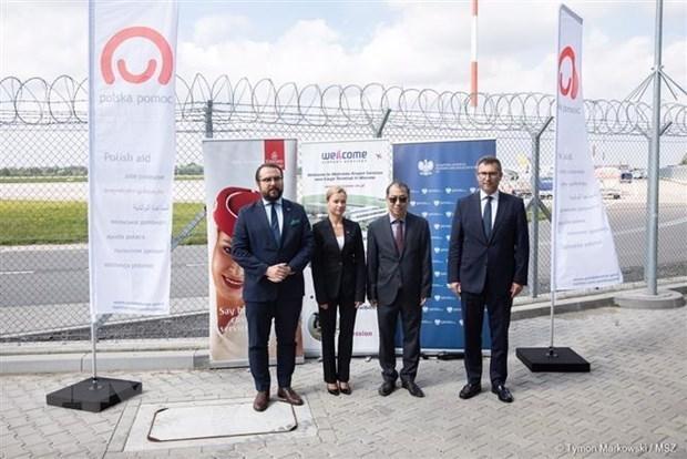 Polonia entrega vacuna contra el COVID-19 a Vietnam hinh anh 1