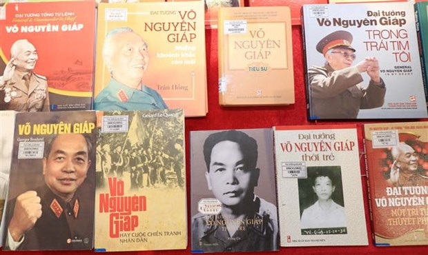 Exposicion en Hanoi realza aportes del general Vo Nguyen Giap a construccion nacional hinh anh 1