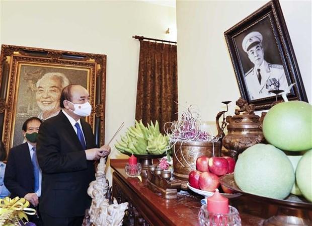 Dirigentes vietnamitas rinden homenaje al general Vo Nguyen Giap hinh anh 1