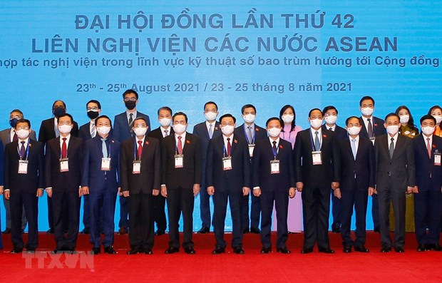 AIPA 42: Parlamentos de Laos e Indonesia llaman a fomentar cooperacion intrabloque hinh anh 1