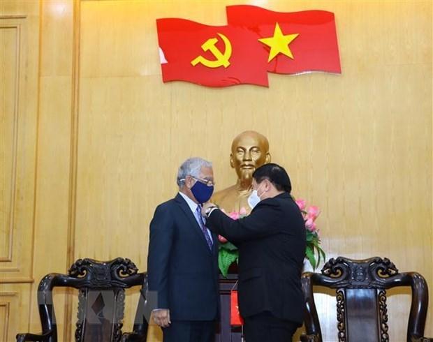 Entregan distincion a coordinador residente de ONU por sus aportes al sector de formacion de Vietnam hinh anh 1