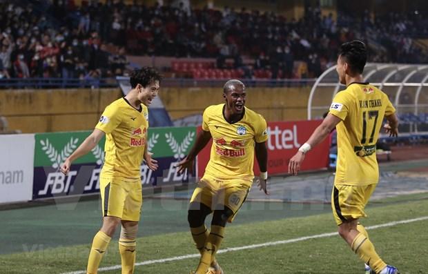 Suspenden por completo ligas nacionales de futbol en Vietnam hinh anh 1