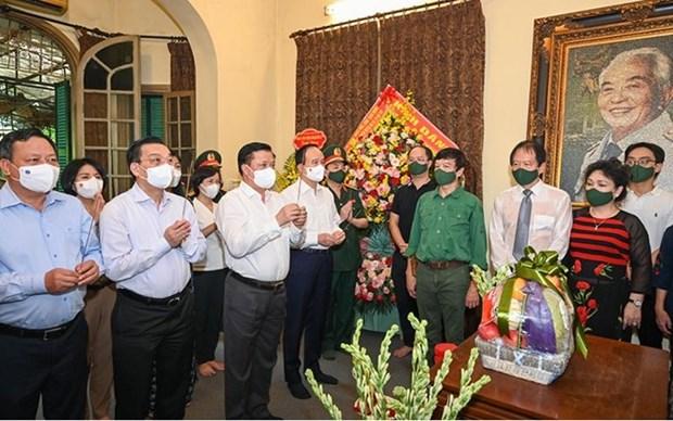 Dirigentes de Hanoi rinden homenaje al general Vo Nguyen Giap hinh anh 1