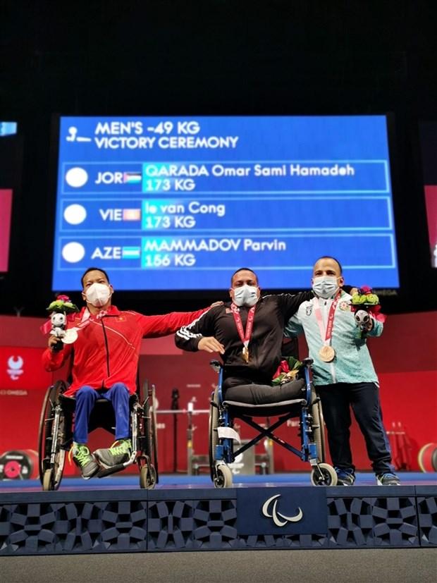 Halterofilo vietnamita cosecha medalla de plata en Juegos Paralimpicos de Tokio 2020 hinh anh 2