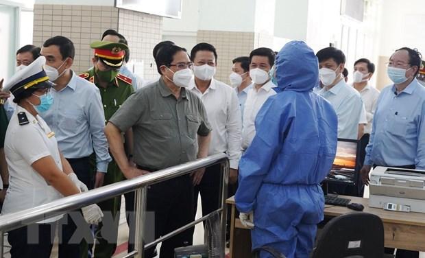 Primer Ministro inspecciona labores preventivas de COVID-19 en Ciudad Ho Chi Minh hinh anh 1