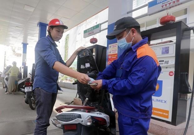 Precios minoristas de gasolina en Vietnam caen drasticamente despues de ajustes hinh anh 1