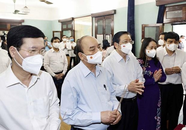 Rinden homenaje al Presidente Ho Chi Minh con motivo de efemerides nacionales hinh anh 1