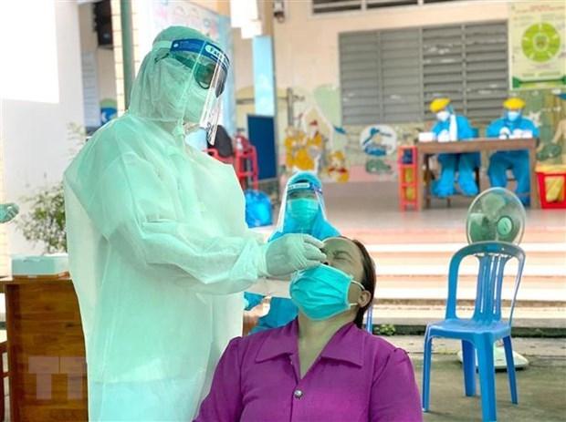 Los nuevos contagios del COVID-19 siguen superando 12 mil en Vietnam hinh anh 1