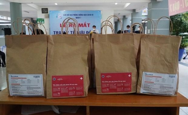 Brindan bolsas de medicamentos a pacientes del COVID-19 en Ciudad Ho Chi Minh hinh anh 1