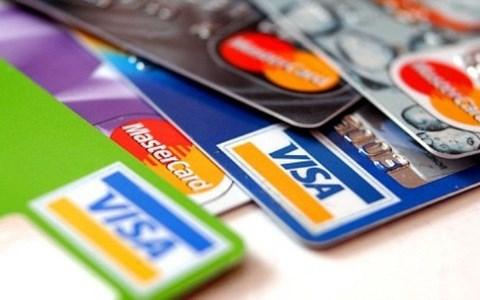 Proponen en Vietnam reducir tarifas para tarjetas bancarias internacionales hinh anh 1