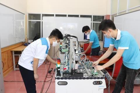 Vietnam por mejorar contingente laboral en contexto de cuarta revolucion industrial hinh anh 1