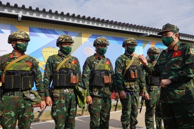 Mayor general ruso aprecia habilidades de artilleros vietnamitas hinh anh 1