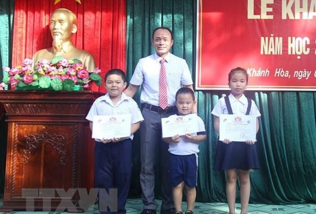 Estudiantes de primaria en distrito insular vietnamita comienzan nuevo ano escolar hinh anh 1