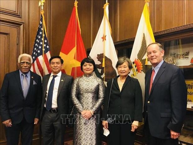 Efectuan en Estados Unidos ceremonia de izamiento de bandera por Dia Nacional de Vietnam hinh anh 2